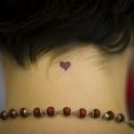 Tatuagem de coração na nuca (Foto:Divulgação)