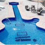 Piscina com forma de guitarra (Foto:Divulgação)