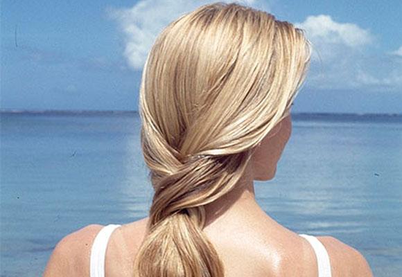 Cortar as pontas danificadas melhora a aparencia dos cabelos tingidos