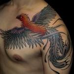 Fenix no peito e no braço (Foto:Divulgação)