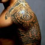 Tatuagem tribal no ombro (Foto:Divulgação)