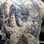 Tatuagem de monstro nas costas (Foto:Divulgação)