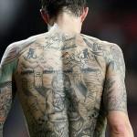 Tatuagens nas costas de um jogador de futebol (Foto:Divulgação)