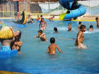 Não desgrude os olhos dos seus filhos enquanto eles estiverem dentro da piscina. (Foto: Divulgação)