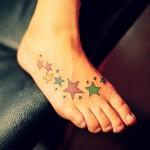 Tatuagem de estrelas coloridas(Foto:Divulgação)