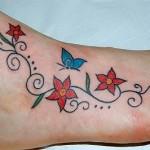 Tatuagem de flores e borboletas (Foto:Divulgação)