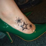 Tatuagem de estrelas nos pés (Foto:Divulgação)