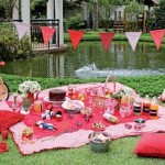 O tema Piquenique serviu para decorar a festa infantil no jardim.