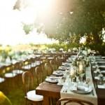 Mesas arrumadas para o almoço dos convidados.