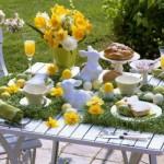 Uma mesa de páscoa clean e bonita.
