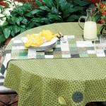 Caminho de mesa feito com patchwork.