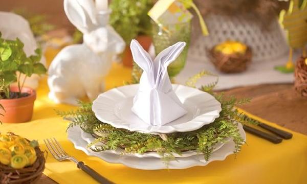 Vale decorar a mesa com coelhos de guardanapos fica muito estiloso (Foto Divulgação: MdeMulher)