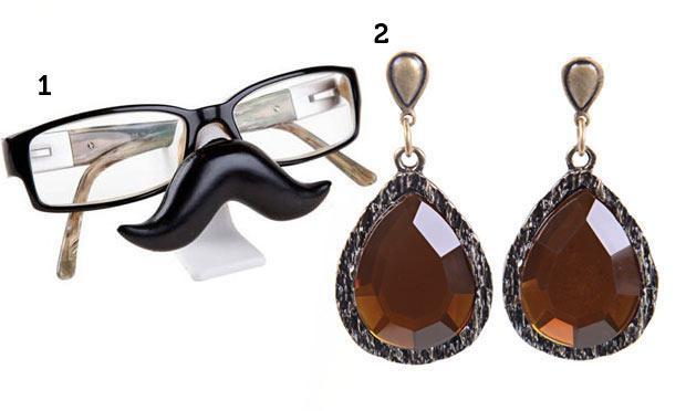 Óculos engraçado para o seu inimigo secreto e brincos para as exageradamente vaidosas (Foto: Mdemulher)