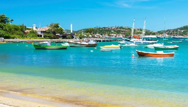 Praia dos Ossos tem visual de cartão-postal (Foto: CVC)