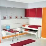 Os móveis sob medida são compactos e se adéquam ao tamanho exato do cômodo