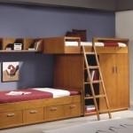 Duas camas, várias repartições e prateleira numa mesma estrutura