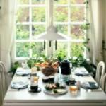 A mesa de café da manhã decorada promete transformar o seu dia.