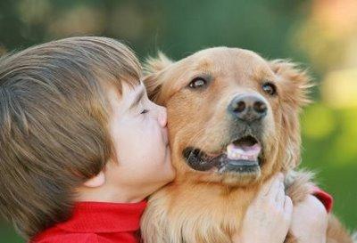 Os bichos de estimação podem se tornar grandes amigos da criança e, por isso, é muito difícil explicar sobre a sua morte. (Foto: Divulgação)