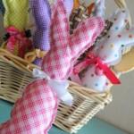 Coelhinhos de feltro para decorar a cesta. (Foto: Divulgação)