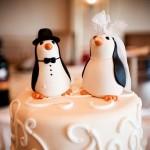 Bolo de Casamento com os noivos pinguins (Foto: Divulgação)