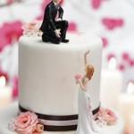 Bolo de Casamento com os noivos separados (Foto: Divulgação)
