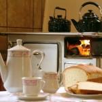 O fogão a lenha torna a cozinha mais aconchegante.