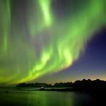 Aurora Boreal verde refletindo no lago  (Foto:Divulgação)
