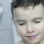Como fazer a criança gostar de tomar banho