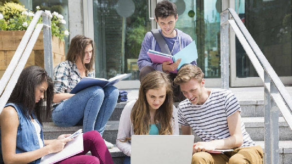Milhares de estudantes buscam por uma oportunidade (Foto: Divulgação)