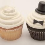 Noivos serviram de inspiração para confeitar cupcakes.