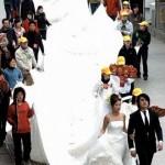 Noiva com a grinalda gigante (Foto: Divulgação)