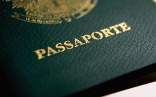 O documento da cor verde é o antigo e deve ser retirado o atual assim que vencer (Foto: Divulgação)