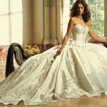 Modelo tradicional de vestido de noiva estilo princesa.