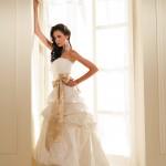 Vestido de noiva estilo princesa com saia mais moderna.