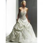 Vestido de noiva estilo princesa com saia moderna e corselet em forma de coração.