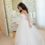 Vestido de noiva estilo princesa com saia em tule.