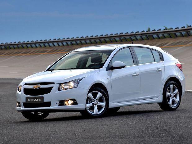 Chevrolet retorna ao comércio de hatches médios com o Cruze Sport61