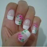 Flores estilo margaridas na cor rosa com detalhes de folhas verdes