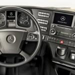 Cabine Mercedes Bens Actros 2012 GigaSpace, com acessórios e tecnologia de ponta