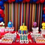Mesa do bolo da Galinha Pintadinha.