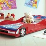 Cama com formato de carro é uma sensação entre os meninos.