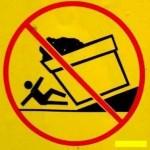 É proibido ficar embaixo do vaso gigante virando