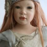 Boneca com feições de criança