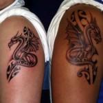 Tatuagem de Dragão pequena em preto