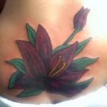tatuagem no Cóccix - Flor com Botão