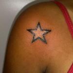 Tatuagem de Estrela no Ombro