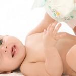 Trocar a fralda do bebê: passo a passo