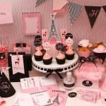 Aposte nos cupcakes para decorar a mesa principal.