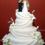 Bolo de Noiva Branco com Lirios