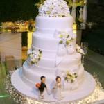 Bolo de Casamento Branco com Flores